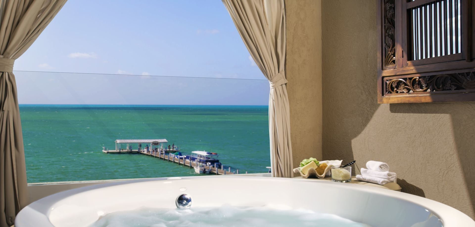 <strong>Legendary Relaxation</strong> In an oceanfront suite